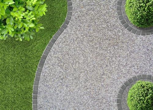 Une Allee De Jardin Reussie En Graviers Ou Paillage Decoratif